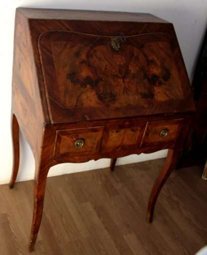 High quality seventeenth-century Louis XV desk in excellent condition