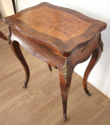 High quality seventeenth-century Louis XV work table in very good condition
