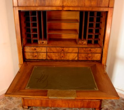 Nineteenth century secretaire in solid oak and walnut root